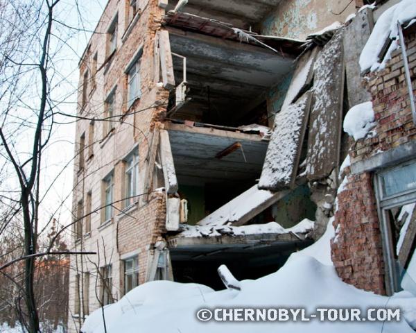 Обрушившееся здание в городе Припять